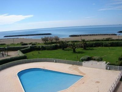 Photo for Nice 2 rooms with pool and sea view.