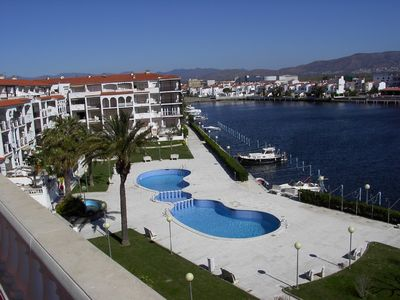 Photo for Apartment in secure estate by San Maurici lake