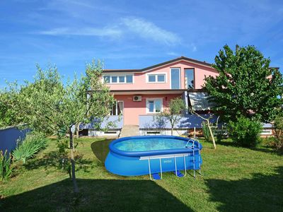 Photo for This 3-bedroom villa for up to 6 guests is located in Umag and has a private swimming pool, air-cond