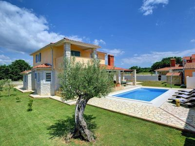 Photo for Magnificent villa with private pool, air conditioning, Wi-Fi, table tennis, sun loungers, terrace, garden and barbecue