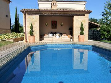 Hunters Lodge - detached luxury house with exclusive pool