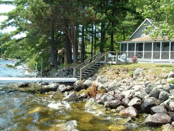 Charming 4-bedroom Shorefront on Beautiful Sebago Lake