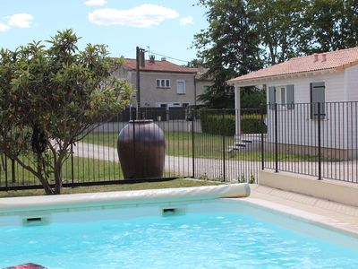 Photo for Chalet in Provence with Pool, Parking, Wifi, Near Avignon, Luberon ...