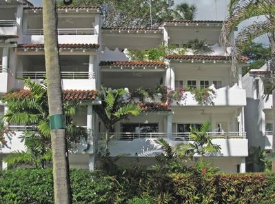 Palm Trees is the right 1st floor apartment of the building nearest the beach
