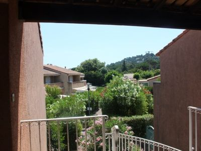 Photo for Charming log cabin, terrace, 300 meters from the beach, feet in the eau..4 / 5 pers