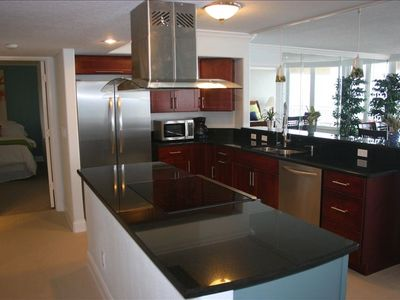 Photo for Beautifully decorated, 3bed / 3BA - 5th Floor, Direct Ocean Front