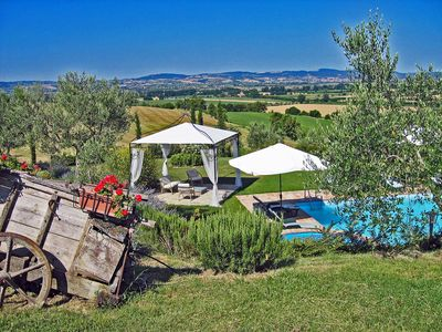 Photo for Private villa close to Cortona, 7 bedrooms. Private garden, pool and Jacuzzi