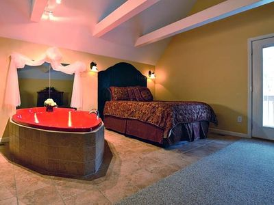 Photo for FREE ATTRACTION TICKETS, Hot Tub & Heart Jacuzzi 5 mins to Aquarium