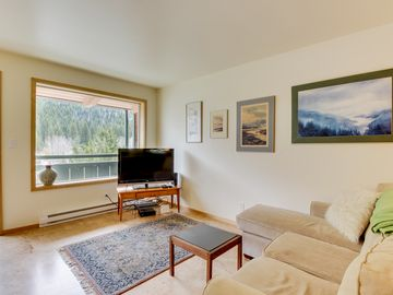 Cozy Condo W/stunning Mountain Views! Near The Ski Lifts + Access Shared  Pool