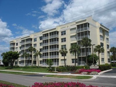Photo for 2 Bed 2 Bath Essex Condo Steps To The Beach - Family Friendly!