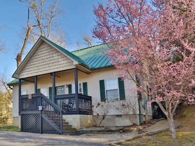 Apple Blossom a 2BR chalet located nearly across the street from Dollywood.