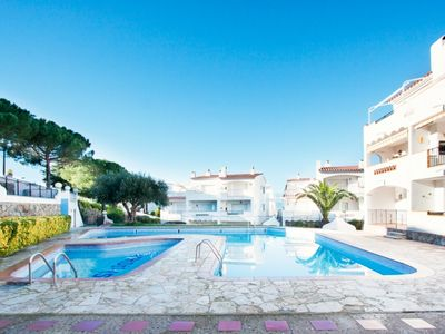 Photo for One bedroom Apartment, sleeps 4 in Roses with Pool