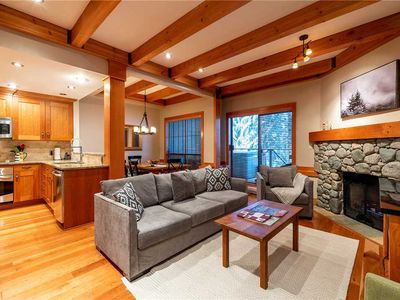 Large Private Hot Tub & Garage. Short Walk to Ski Runs