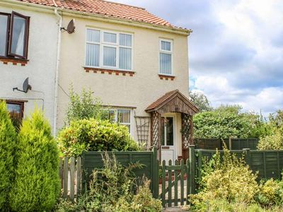 Photo for BECK VIEW COTTAGE, pet friendly in Sheringham, Ref 934383