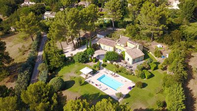 Photo for Aix en Provence 4km Villa 300m2, Large Heated Pool (28°C/82°F), 8 people + Baby