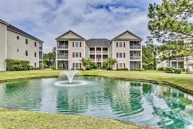 Magnificent First floor 2bedroom condo  , only a few steps to the pool .