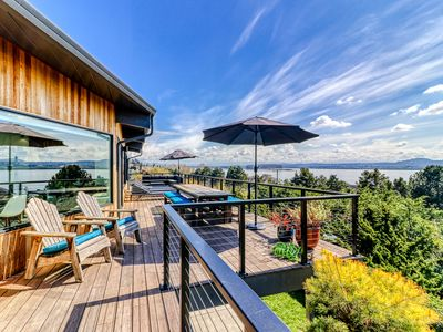 Photo for Magnificent home with breathtaking view and the dogs welcome too!