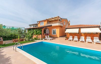 Photo for Apartment Complex Villa Visnjan with Pool / Apartment Visnjan I on the First Floor with Pool View