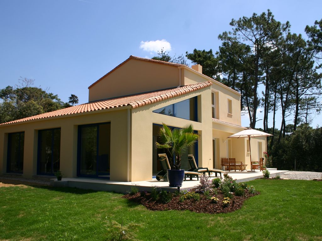 Villa eden luxury villa with indoor swimming pool sauna for Piscine interieure de luxe