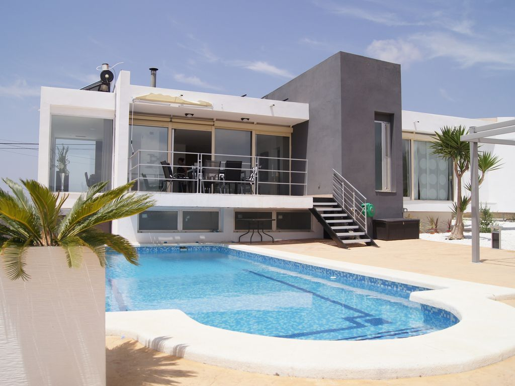 Superb modern villa alicante with heated and covered for Villa moderne