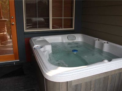 Photo for Luxury 3-level townhome with private hot tub, BBQ, kitchen, free wifi and mountain views: 45-102