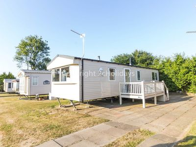 Photo for 6 berth luxury dog friendly caravan for hire in Norfolk ref 50008