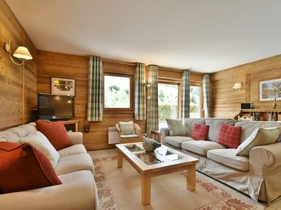 Photo for 4 star 4 bed apt for 9, 200m from the slopes, chairlifts and main street + wifi!