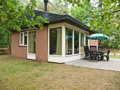 Photo for Bungalow 4 personnes in the holiday park Landal Miggelenberg - in the woods/woodland setting
