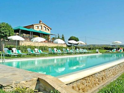 Photo for Beautiful apartment for 6 guests with WIFI, pool, TV, pets allowed and parking, close to Siena