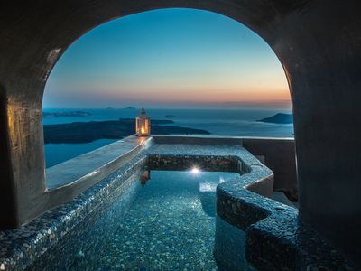 Photo for Luxury Cave Villa, Caldera View, Heated Plunge Pool
