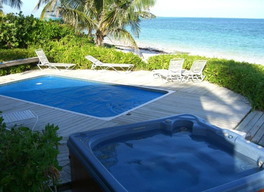 Castle rock private beachfront home with p homeaway for Vacation rentals with private swimming pool