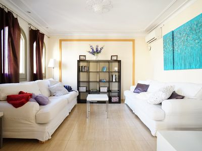Photo for Three Full Bathrooms, Five Double Bedrooms, Plenty of Light, Central Location