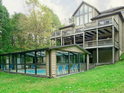 Lake access home with dock slip, seasonal state park access,private pool, hot tub and pool table!
