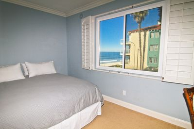 Bedroom Beach View - bedroom with beach view