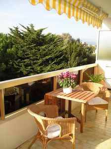 Photo for Charming apartment in residential quiet area of Antibes with large terrace