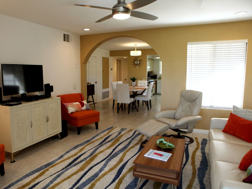 The Holiday Palms (Near the center of Palm... - VRBO