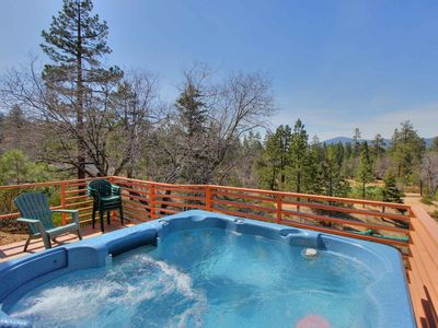 Log Inn: At Snow Summit! Panoramic Views! Spa! Deck! Fireplace! Cable TV! Internet!