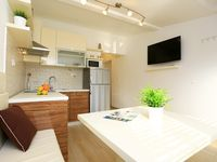 I would highly recommend this apartment, well situated with hosts very Nice and helpfull. Il is a