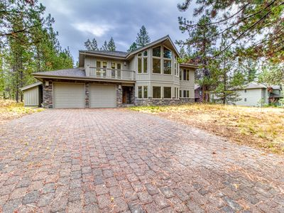 Photo for Beautiful large home w/12 SHARC passes, private hot tub & river across from home
