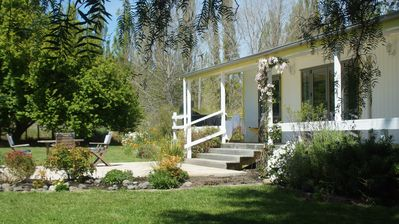 Northala Cottage, your own private space for breakfast,  BBQ & starlit nights .