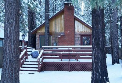 Snow covered Big Bear Cool Cabins, Cottage in the Pines front