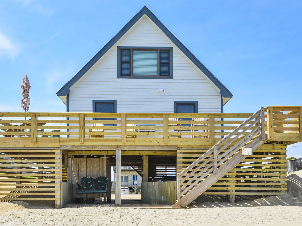 Enjoy Ocean Sounds And A Expansive Beach View From This 3 Br Oceanfront Home Kitty Hawk Outer