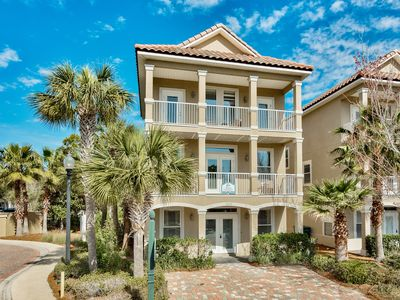 Sailfish~ Located directly on the Lagoon Pool, Great location central in Destin