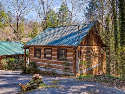 Photo for Romantic 1 Bedroom Cabin Close to Downtown Gatlinburg and National Park