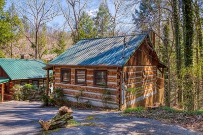 Romantic 1 Bedroom Cabin Close To Downtown Gatlinburg And National