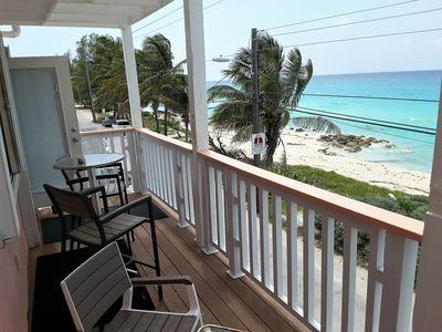 BEACH FRONT-CENTRAL LOCALE-STUNNING VIEW-FREE WIFI-CABLE-BBQ.*GENERATOR*