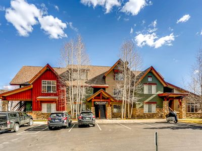Photo for Beautiful condo next to trails, lake, skiing, shops and restaurants! Hot tub!