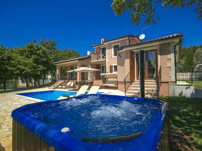 Photo for Luxurious villa with swimming pool and whirlpool near Zelena laguna