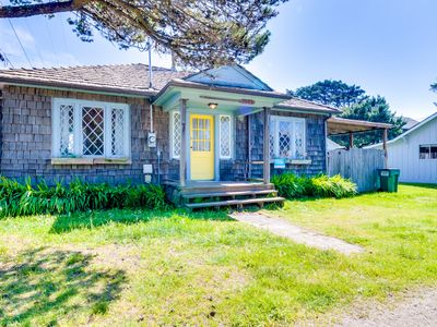 Photo for Bright, dog-friendly cabin w/ entertainment & easy beach access!