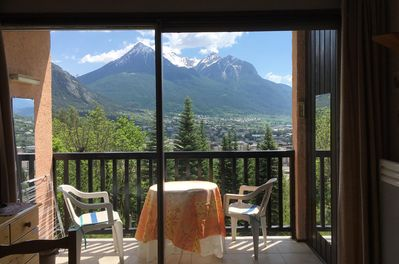 Exceptional view of the mountains from the living room